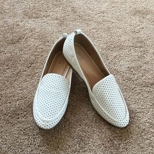Simply Styled Off-white Loafers